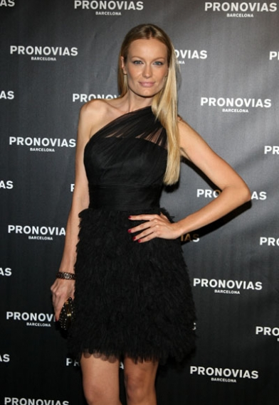 Renata Zanchi Pronovias May 2012