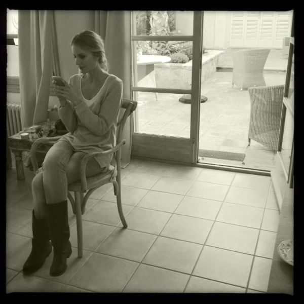 Renata Zanchi - Twitting and Facebooking while waiting for the next shot! Blondy moment :-)