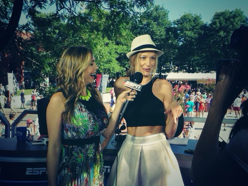 """""""Chatting about fashion and sport with Carolina ♥ #ESPNDeportes"""""""